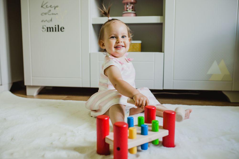 Zabawki drewniane dla niemowląt. Przebijanka dla dzieci