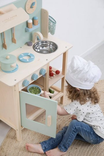 Kuchnia drewniana dla przedszkolaka