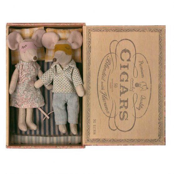 Myszki Mama i Tata w pudełku po cygarach (Maileg)