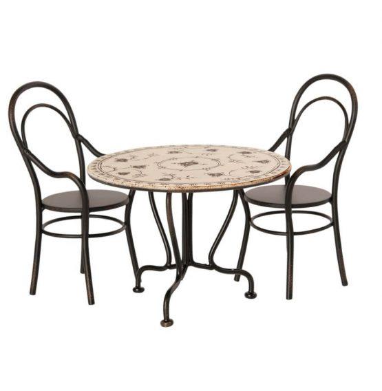 Stolik z krzesełkami dla myszek (Maileg)