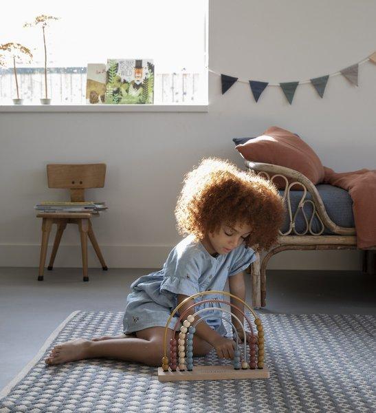Liczydło Drewniane Pure & Nature od marki Little Dutch to zabawka drewniana, w stylu Montessori. Liczydło wykonane jest z solidnego drewna FSC,